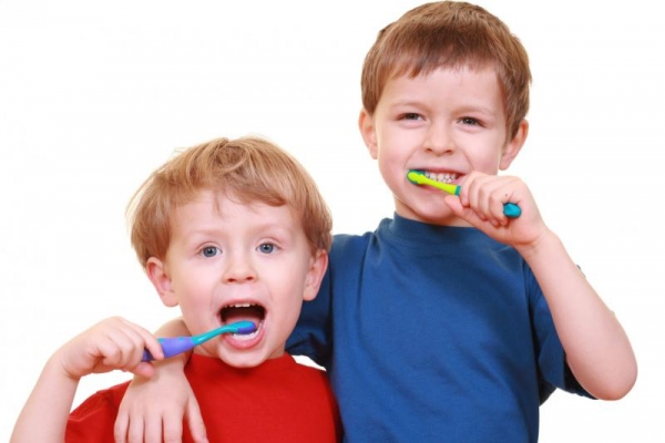 """Клиника """"Д-р Чаушев"""" взима участие в националната програма за орална профилактика при деца"""